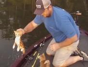 Horgászni indultak, cicamentés lett a vége